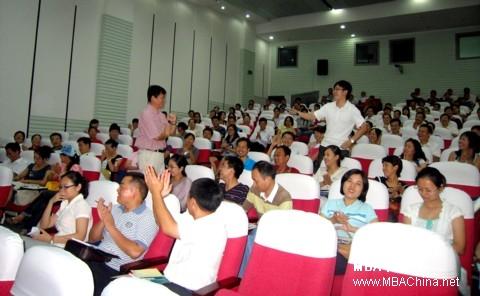 管理学院鲁炜老师与新同学沟通交流-中科大管院成功开展2009年秋季