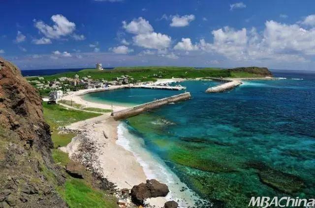 南沙群岛属热带海洋性季风气候,是中国海洋渔业最大的热带渔场,海域