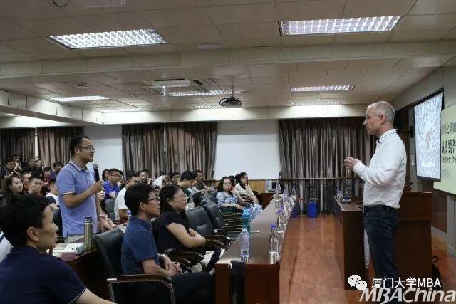 郭鹏凯博士的蒋勤勤图片企业经营管理战略分享