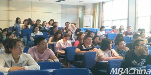 经济管理学院组织开电竞展毕业生政策宣讲会议2018