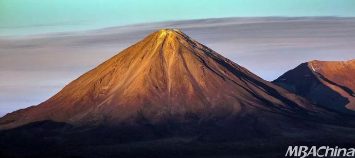 地质专栏�O走进火山的世界