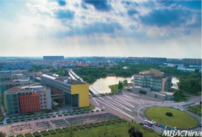 2003年,四川大学江安校区(2002年开始建没)第一期工程正式投入使用.