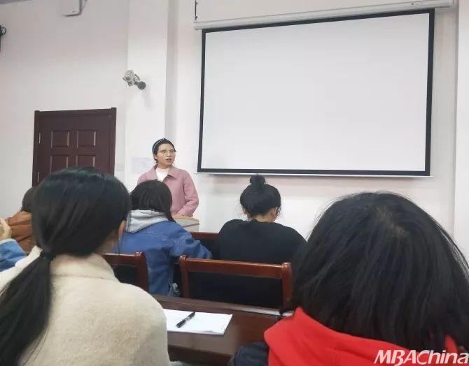 新学期 首先,宋欣就新学期的安全教育工作做出 强调,包括疾病预防,交图片